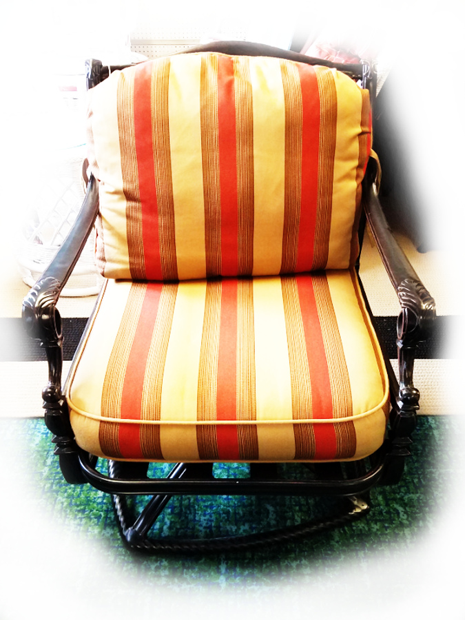 Grand Terrace Vintage Swivel Rocker