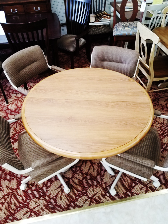 Chestnut Richi Dining Set